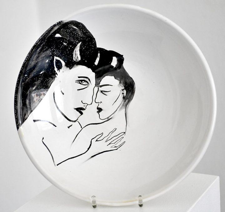 "Bemalte Keramikschale ""Faun"" der Künstlerin Angela Hampel."